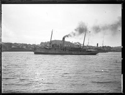 Glass Plate: Steam vessel off Devonport