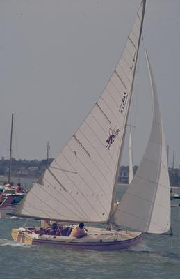 Slide: HONEY competing in the 1977 Lipton Cup race
