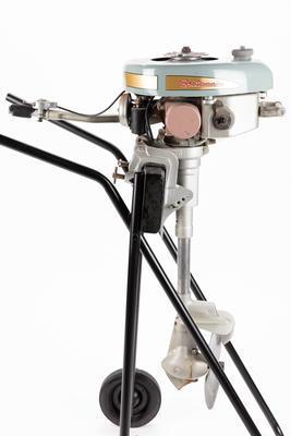 Outboard motor: British Britannia, 4 hp